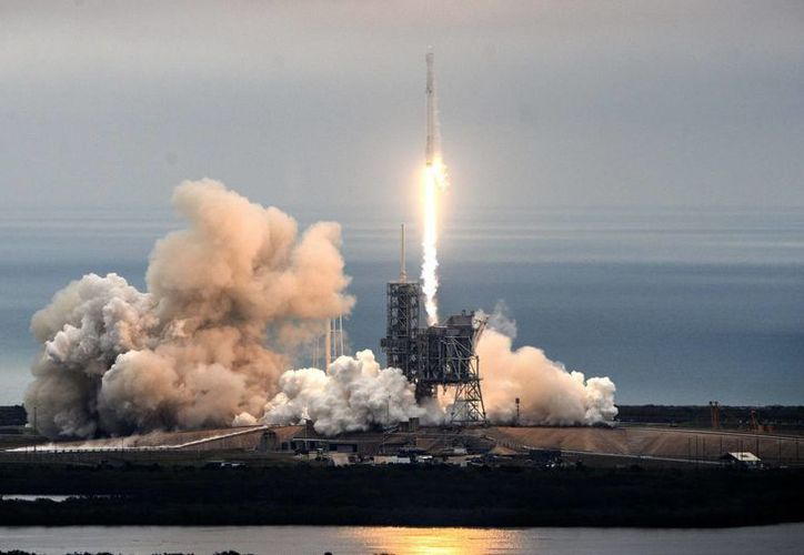 Este domingo, el cohete Falcon 9 fue lanzado desde Cabo Cañaveral con destino a la Estación Espacial Internacional.(Craig Bailey/AP)