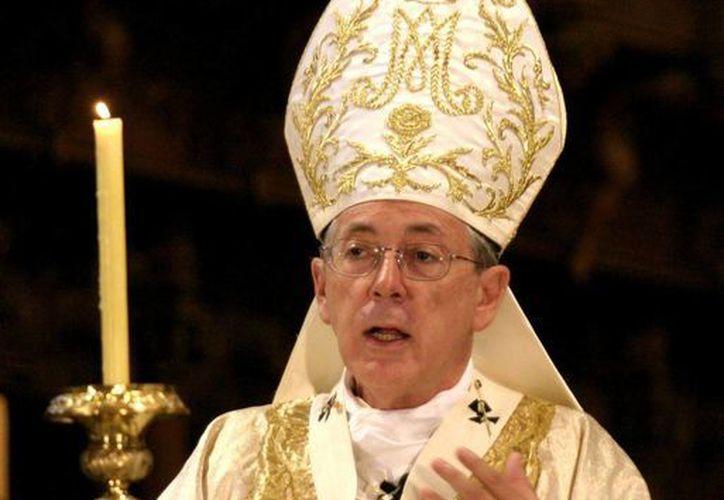 Imagen del cardenal Luis Cipriani celebrando misa en la catedral de Lima, Perú. El diario El Comercio anunció que no publicará más los artículos del religioso tras comprobarse que realizó plagios de al menos dos papas en dos columnas de opinión publicadas durante 2015. (AP/Archivo)