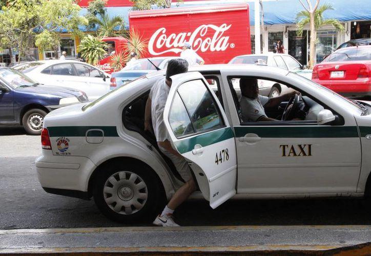 Los taxistas aseguran que habrá muchos beneficios al impedir la llegada de Uber al Estado. (Tomás Álvarez/SIPSE)