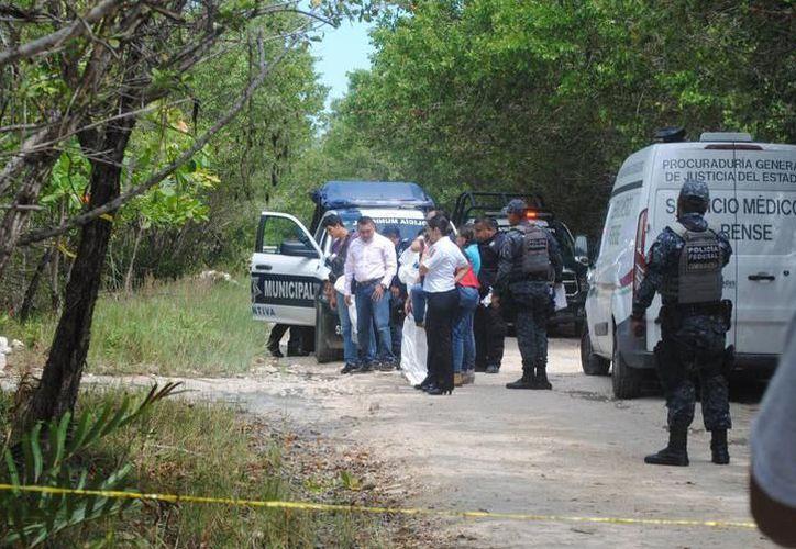 El personal de seguridad que acudió a verificar el reporte. (Eric Galindo/SIPSE)