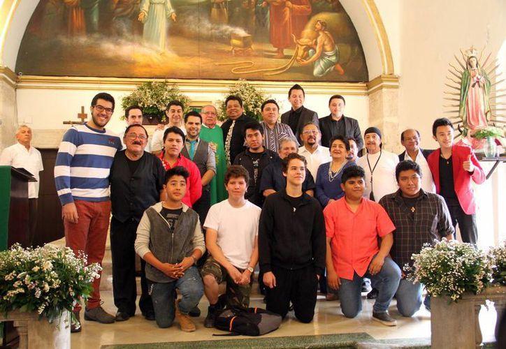 Imagen de los magos yucatecos que acudieron a misa en Santa Lucía para celebrar su día. (Milenio Novedades)
