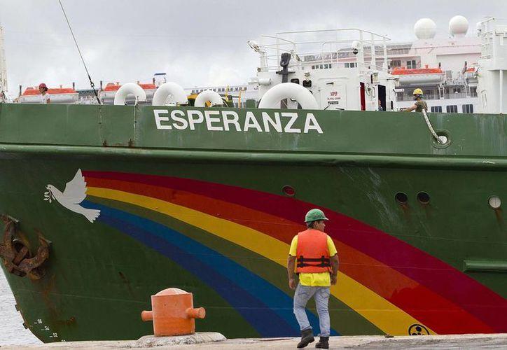 El barco Esperanza fue nombrado así por los visitantes de la página web de Greenpeace. El navío hizo escala en Yucatán como parte del recorrido por varios puertos mexicanos. (Notimex)