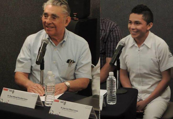 Imagen de Oscar Manuel González Cuevas y Roger Rogelio Narváez Piña, durante su presentación en la conferencia de prensa. (Facebook Fundación Uady AC)
