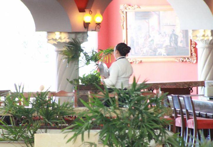 Los hoteles siguen contratando empleados para diversas áreas. (Adrián Barreto/SIPSE)