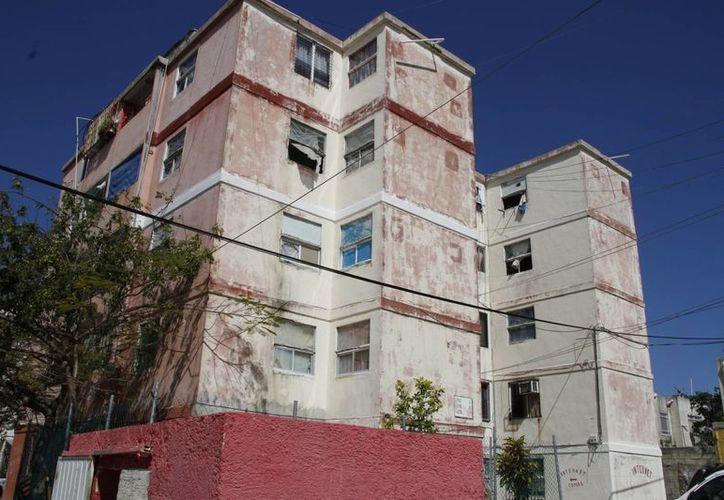 Los edificios son considerados un riesgo para sus ocupantes. (Tomás Álvarez/SIPSE)