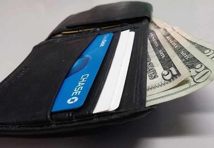 Un joven de 18 años perdió su billetera en un autobús de Nueva York. Otra chica la encontró e hizo todo lo posible por devolvérsela. (Excélsior)