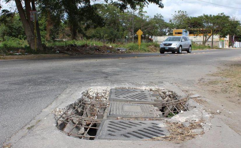 La capital del estado tiene un problema con los pozos de absorción que carecen de tapas o están dañados. (Eddy Bonilla/ SIPSE)