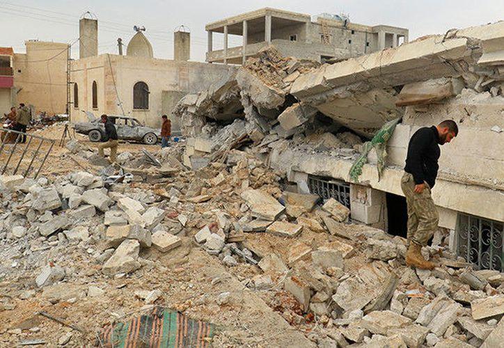 Las instalaciones religiosas, médicas y educativas no suelen figurar entre los objetivos de los ataques a menos que se confirme que las usan los terroristas. (Reuters).