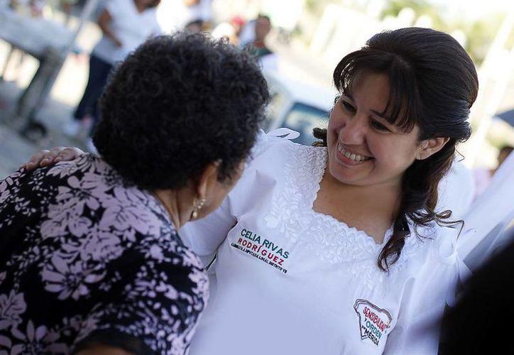 Celia Rivas durante sus recorridos de campaña. (SIPSE)