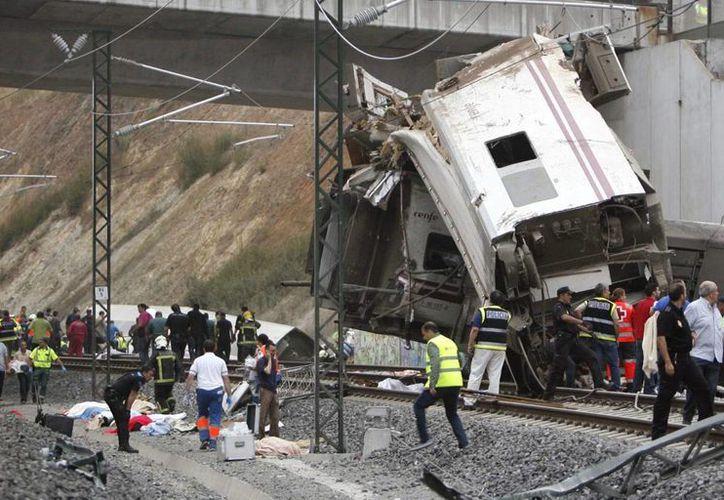A los funcionarios se les imputa presuntos delitos contra la seguridad colectiva, y posibles partícipes en delitos de homicidios y lesiones por el accidente de tren en Compostela.(Agencias/Archivo)