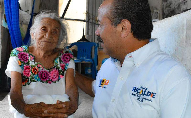 El ex presidente municipal de Benito Juárez, Julián Ricalde, recorrió la Supermanzana 69. (Redacción)
