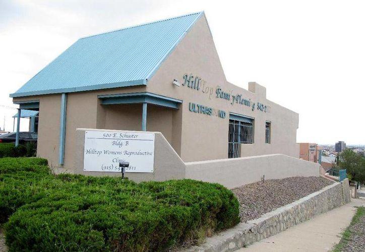 La clínica abortiva Hilltop Women's Reproductive Clinic, en El Paso, indica que el número de pacientes se ha reducido en los últimos cuatro años. (AP)