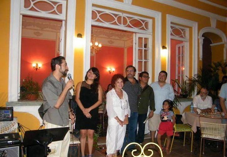 Empresarios del barrio de Santiago inauguran evento semanal dentro del suburbio. (Milenio Novedades)
