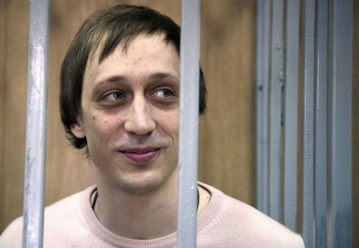 Otorgan libertad condicional a Pavel Dmitrichenko, bailarín del Ballet Bolshoi que planeó un ataque contra el director de la compañía. La foto es de diciembre de 2013, año en que empezó a cumplir su condena. (AP)