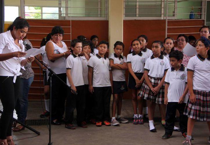dirigentes de la Canaco y Canirac quieren que se legalice la temporada vacacional de verano. En las escuelas se alistan para el fin del ciclo escolar, este viernes. (José Acosta/SIPSE)