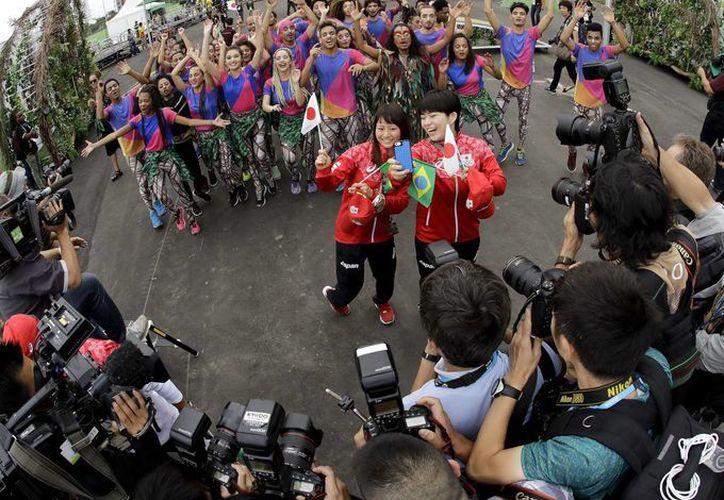 A escasos tres días de la inauguración de los Juegos Olímpicos, los deportistas comienzan a llegar a la sede olímpica. (AP)
