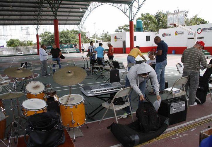 Los músicos se reúnen a ensayar tres días a la semana. (Tomás Álvarez/SIPSE)