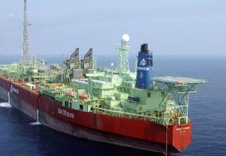 Este martes Pemex anunció descubrimientos de petróleo crudo en aguas poco profundas del Golfo de México. (Pemex)