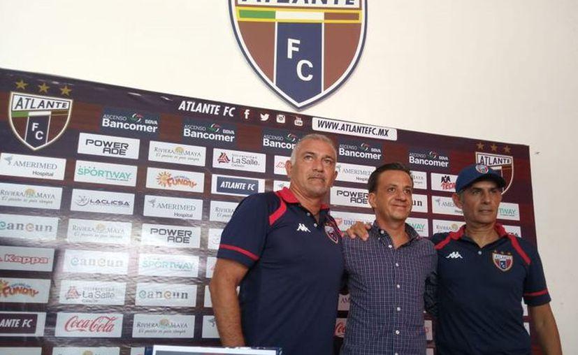 Narciso 'Chicho' Morales fue presentado como estratega de la Tercera División azulgrana. (Ángel Villegas/SIPSE)