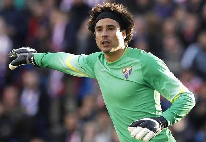 Ochoa decidirá su futuro en el próximo verano, sin embargo, ahora tiene una nueva razón para permanecer con el Málaga. (Mexsport)