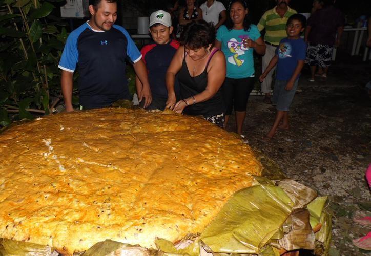 El pib más grande de Yucatán se cocinará en Kanasín. (Archivo)