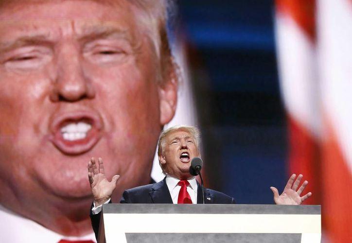 Donald Trump asegura que los partidarios de las armas en EU tienen  la facultad de frenar la carrera presidencial de Hillary Clinton. (EFE)