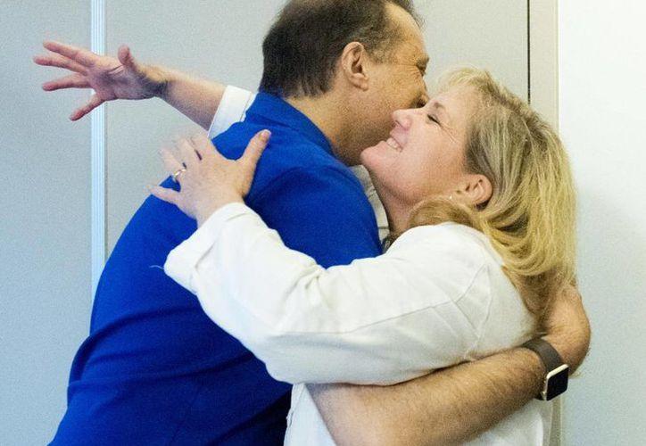 Inicialmente una prueba errónea indicó que Colleen no podría donarle un riñón a Brian. (ocregister.com)