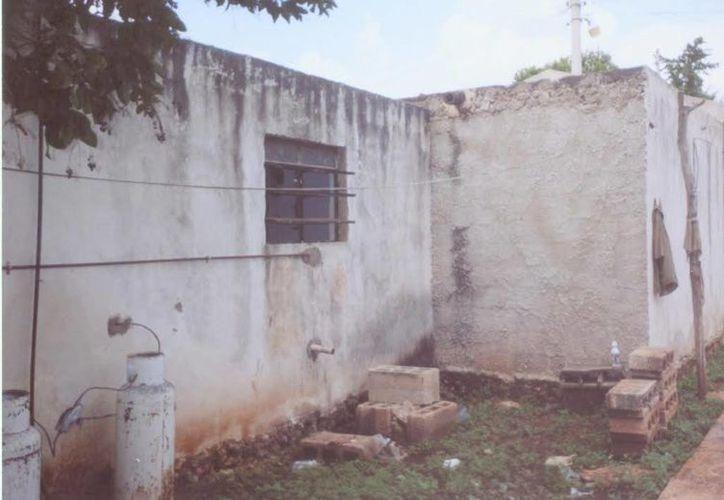 Al parecer en el patio de una de las casas donde se aparece el fantasma 'amistoso' hay enterradas imágenes religiosas. (Jorge Moreno/SIPSE)
