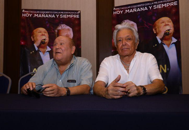 Leo Dan y Alberto Vázquez durante la rueda de prensa que ofrecieron a su llegada a Mérida. (Foto: Jorge Acosta/Novedades Yucatán)