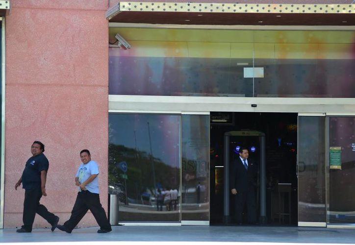 Los ludópatas está de plácemes, pues ya reabrieron los casinos. (Luis Pérez/SIPSE)