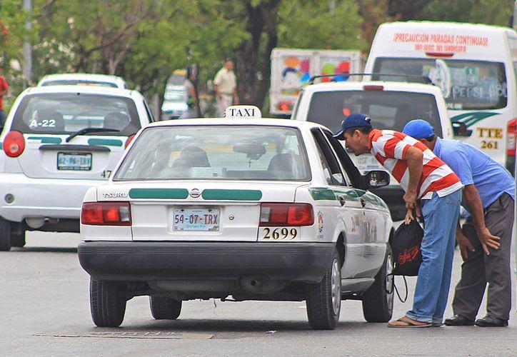 Entre julio y agosto del 2016 se registraron seis asaltos violentos a taxistas de Cancún. (Foto: Jesús Tijerina)