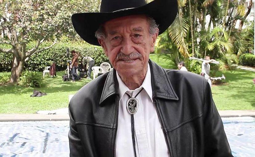 Mario Almada cuenta con el Récord Guinness como el actor con más películas estelares encabezando reparto. (YouTube)
