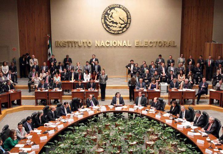 Consejeros informaron irregularidades en la verificación de las firmas de los aspirantes a diputados federales. (Foto: Contexto)