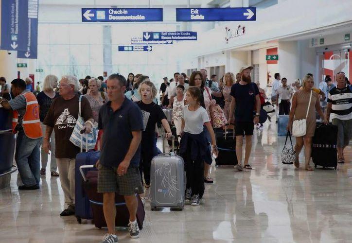 Continúa al alza el movimiento de pasajeros en el aeropuerto de Cancún. (Redacción/SIPSE)
