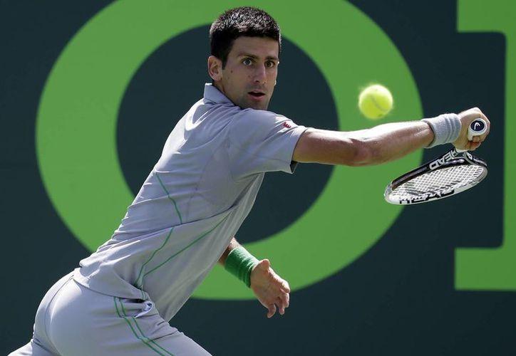 Novak Djokovic, segundo preclasificado en el torneo de Miami, concretó sus únicos dos puntos de quiebre del partido, y luego remató con un tiro de derecha cruzado para la victoria sobre Tommy Robredo. (Agencias)