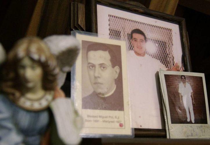 Fotografía del 9 de enero de 2014, de un altar en Cuernavaca, México, con imágenes de Edgar Tamayo, condenado a muerte en Texas por el asesinato de un policía en Houston. ( EFE/Archivo)