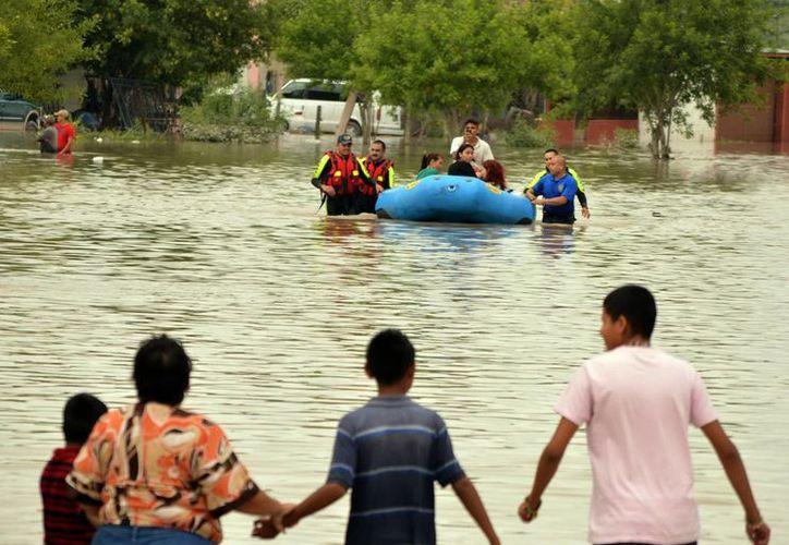 Ante el desbordamiento de ríos unas 70 personas de cinco poblaciones fueron evacuadas y trasladadas a refugios temporales. (Notimex)