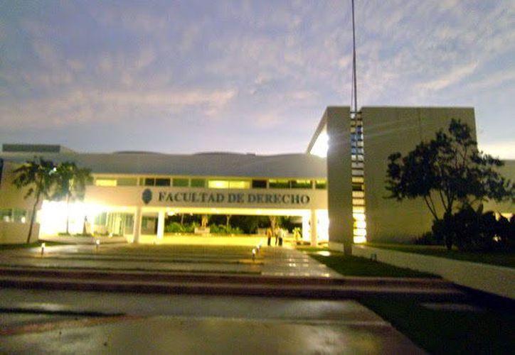 La Facultad de Derecho nuevamente en conflictos relacionados con las dirigencias estudiantiles.  (Milenio Novedades)