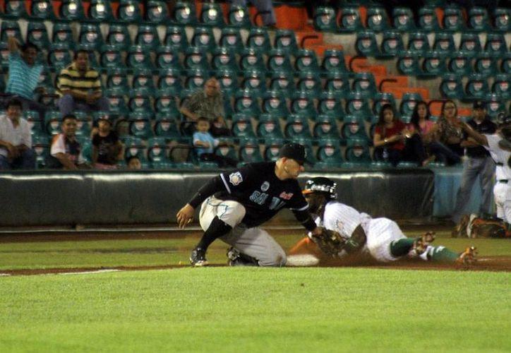 Leones de Yucatán derrotó a  Saraperos de Saltillo en el primer juego de la serie, en la Temporada 2015, de LMB. (Milenio Novedades)