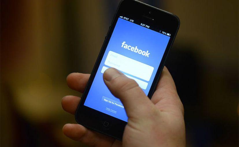 Facebook podría ayudarte a través de una función que no la mantiene tan a la vista. (Foto: AP)