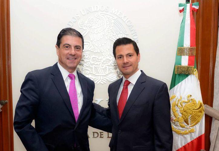 Peña Nieto se entrevistó en Los Pinos con el recién ratificado embajador de México ante la Unión Americana, Gerónimo Gutiérrez. (Notimex)
