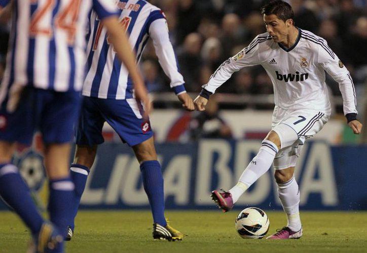 Para evitar el desastre, Mourinho envió a sus estrellas a recuperar el partido ante La Coruña. (Agencias)