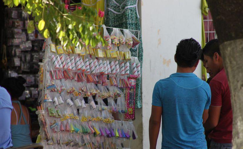 Para vender pirotecnia, las autoridades impusieron una serie de requisitos a fin de garantizar la seguridad de la ciudadanía, (Ángel Castilla/SIPSE)