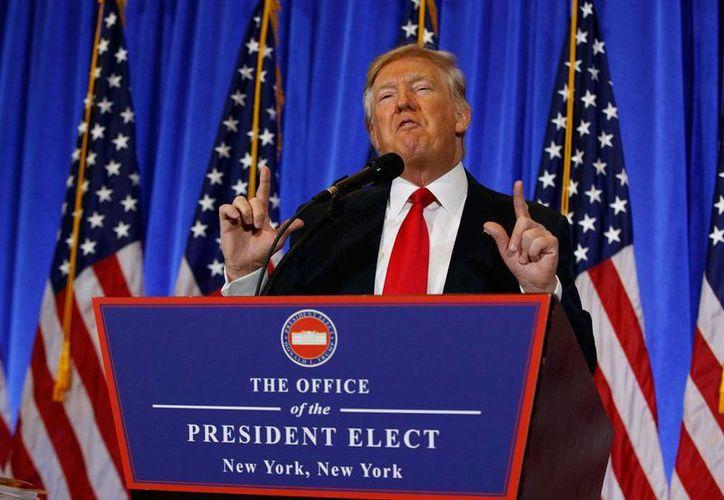Donald Trump durante la conferencia de prensa a los medios que ofreció el miércoles 11 de enero de 2016. Una encuesta de Gallup ubica a Trump con el más alto nivel de impopularidad de un presidente electo de EU. (AP/Evan Vucci)