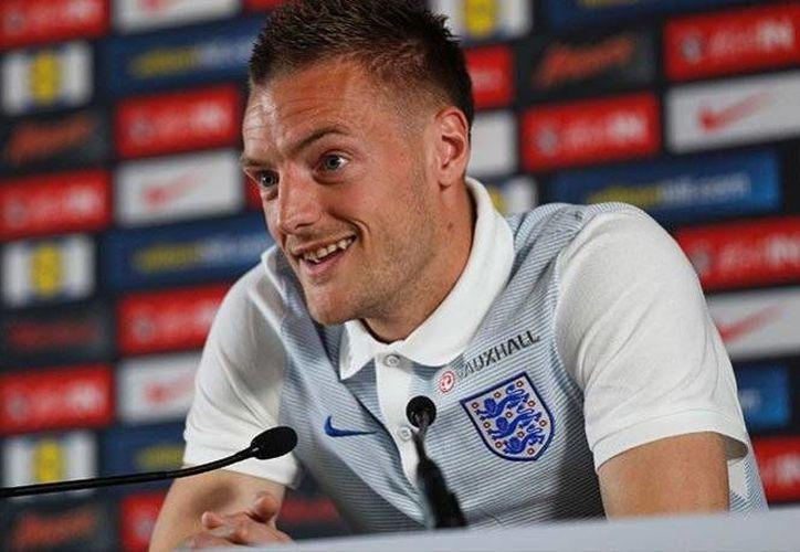 Jamie Vardy fue el autor del primer gol de la selección inglesa en su victoria ante el selectivo de Gales, en la jornada 2 de la competición europea.(Foto tomada de Twitter/ @UEFAEURO)