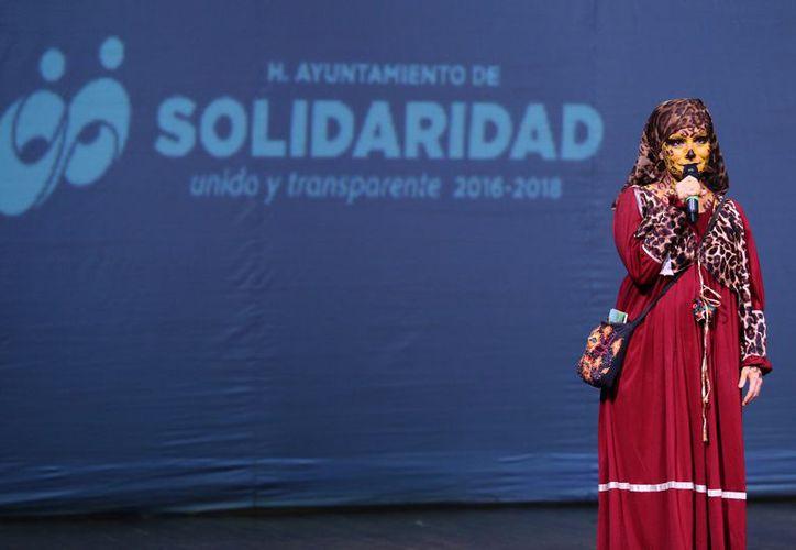 Cientos de personas asistieron a las obras que se presentaron en diversas sedes como el Teatro de la Ciudad en Playa del Carmen. (Redacción/SIPSE).