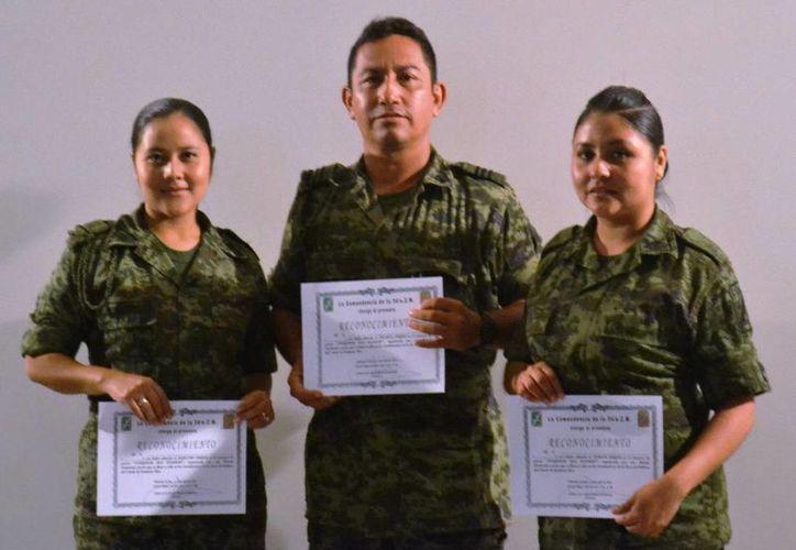 El primer lugar lo obtuvo el sargento primero Juan Pablo Ramírez Santiago; el segundo lugar fue para la cabo Ana María García y el tercero para la soldado Margarita García. (Redacción/SIPSE)