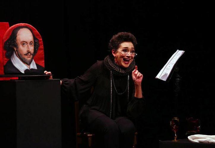 La primera actriz, Ofelia Medina, interpretó a dos personajes históricos, durante una lectura dramatizada, en el marco del Mérida Fest. (Milenio Novedades)