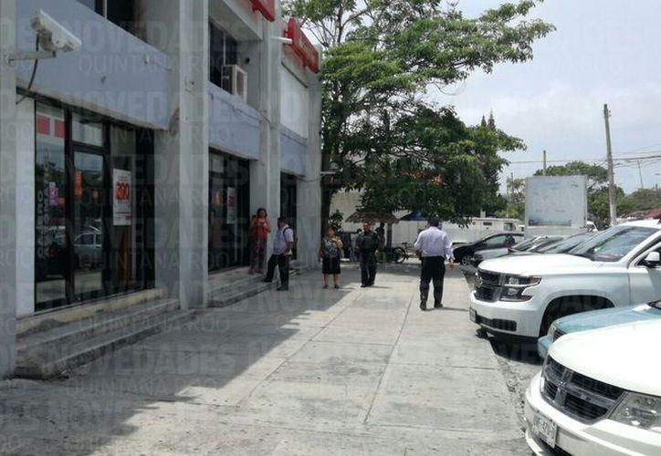 La sucursal bancaria se ubica en la Supermanzana 20, sobre la avenida Tulum. (Eric Galindo/SIPSE)