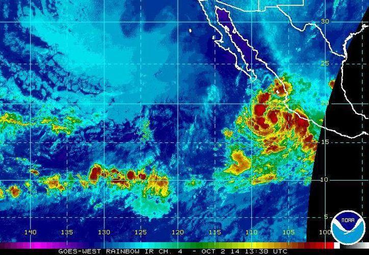 La tormenta tropical Simón avanza  paralela a las costas de Jalisco y Colima, con vientos máximos sostenidos de 65 kilómetros por hora y rachas de hasta 85 kilómetros por hora. (ssd.noaa.gov)